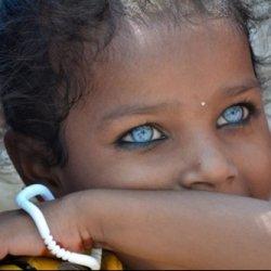 occhi azzurri di bimba